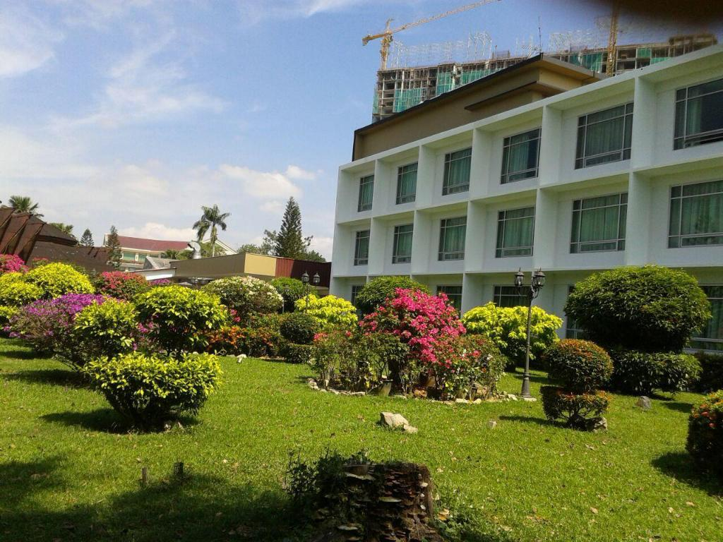 More about Straits View Hotel
