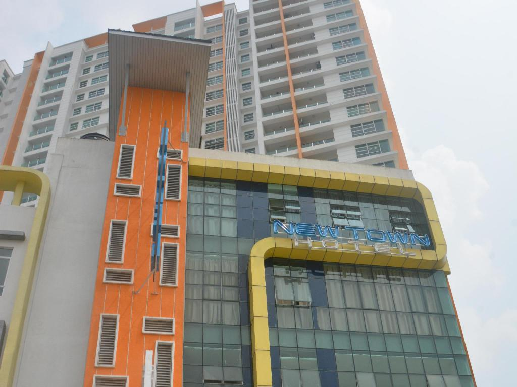 More about New Town Hotel Puchong