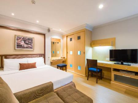 Deluxe Room The Key Sukhumvit Bangkok by Compass Hospitality