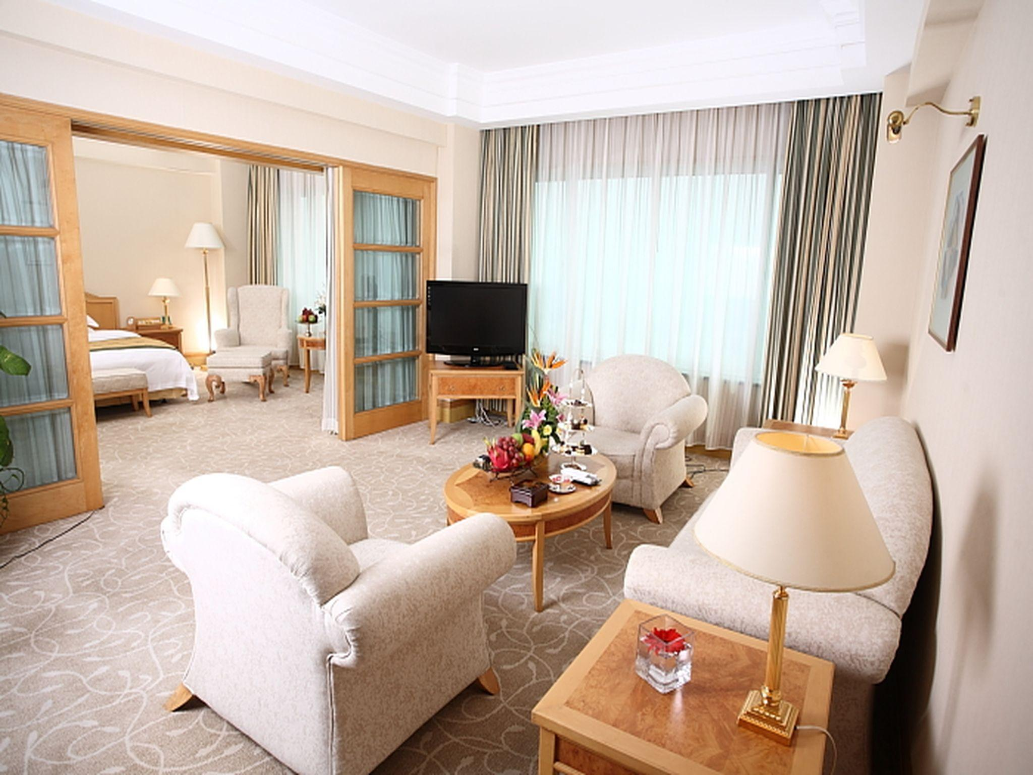 Suite Plaza (Plaza Suite Room)