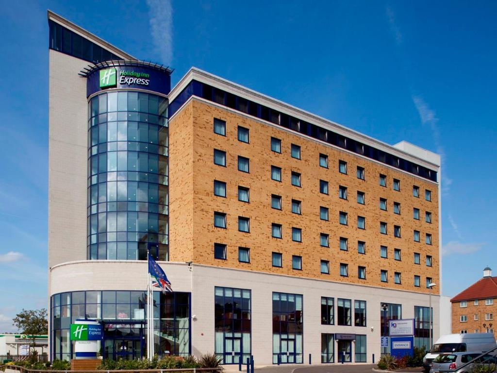 Holiday Inn Express London - Newbury Park in United Kingdom - Room on cvs design, company branding design, potoshop design, web design, mets design, datagrid design, civil 3d design, interactive experience design, simple text design, upload design, dvb design, pie graph design, openoffice design, theming design, ms word design, blockquote design, datatable design, spot color design, interactive website design, page banner design,