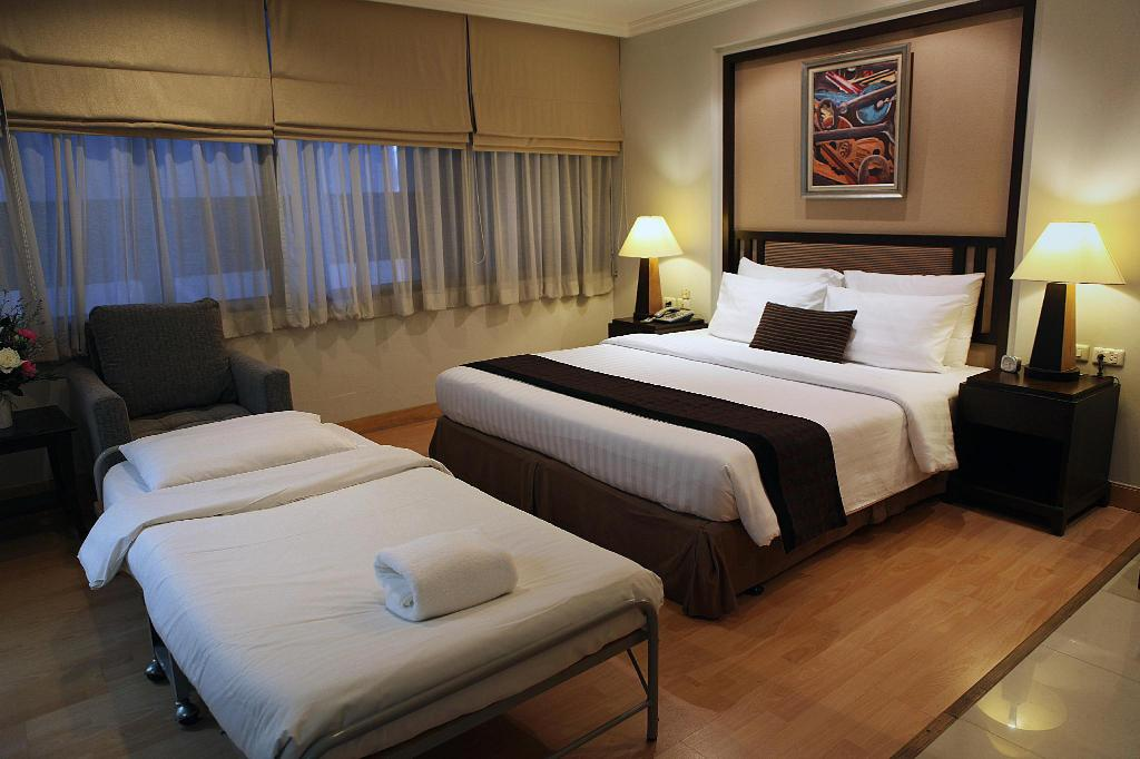 Triple Room - Bed The Key Sukhumvit Bangkok by Compass Hospitality