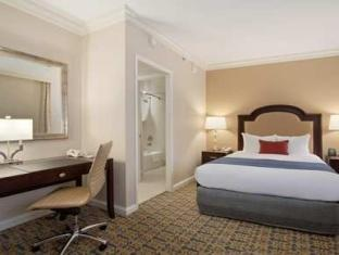 1 Queen Bed Deluxe Room