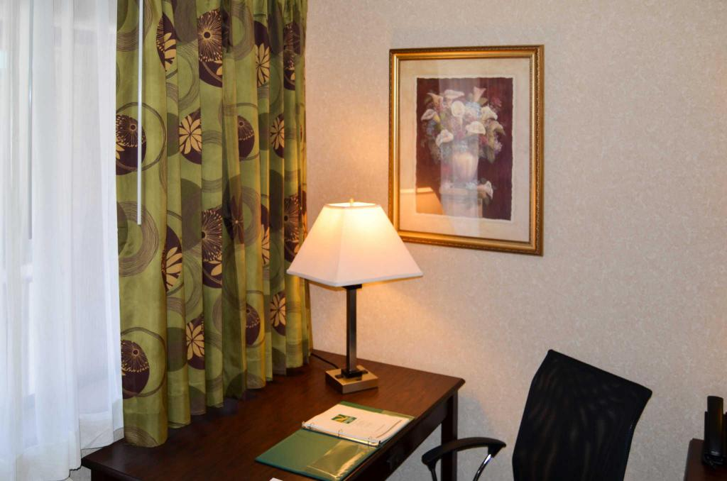 Double - Katil Queen - Meja Quality Inn