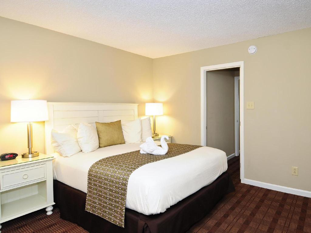 1 Bedroom Apartment with 1 King Bed and Sofabed - No Smoking - Guestroom Best Western Plus Grand Strand Inn and Suites