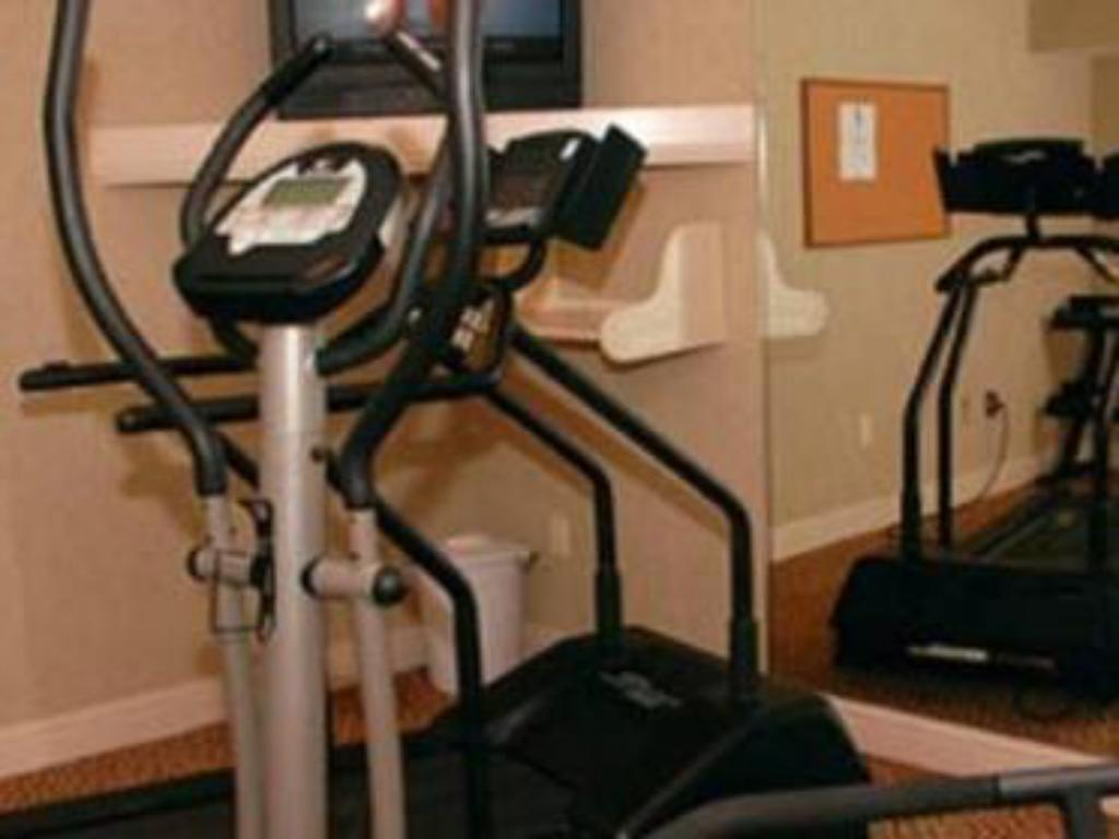 Fitness center Pelican Inn & Suites