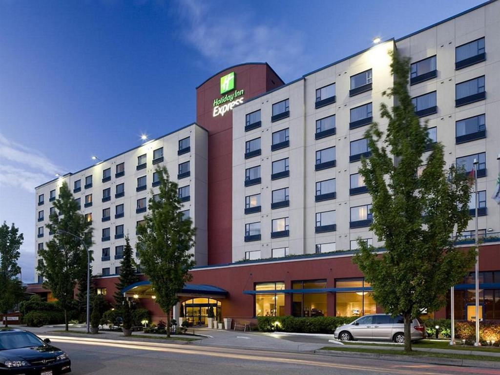 Best Price On Holiday Inn Express Vancouver Airport Richmond In