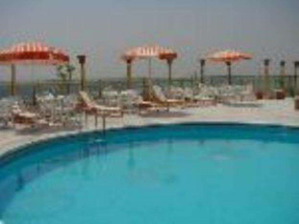 Swimming pool Maadi Hotel