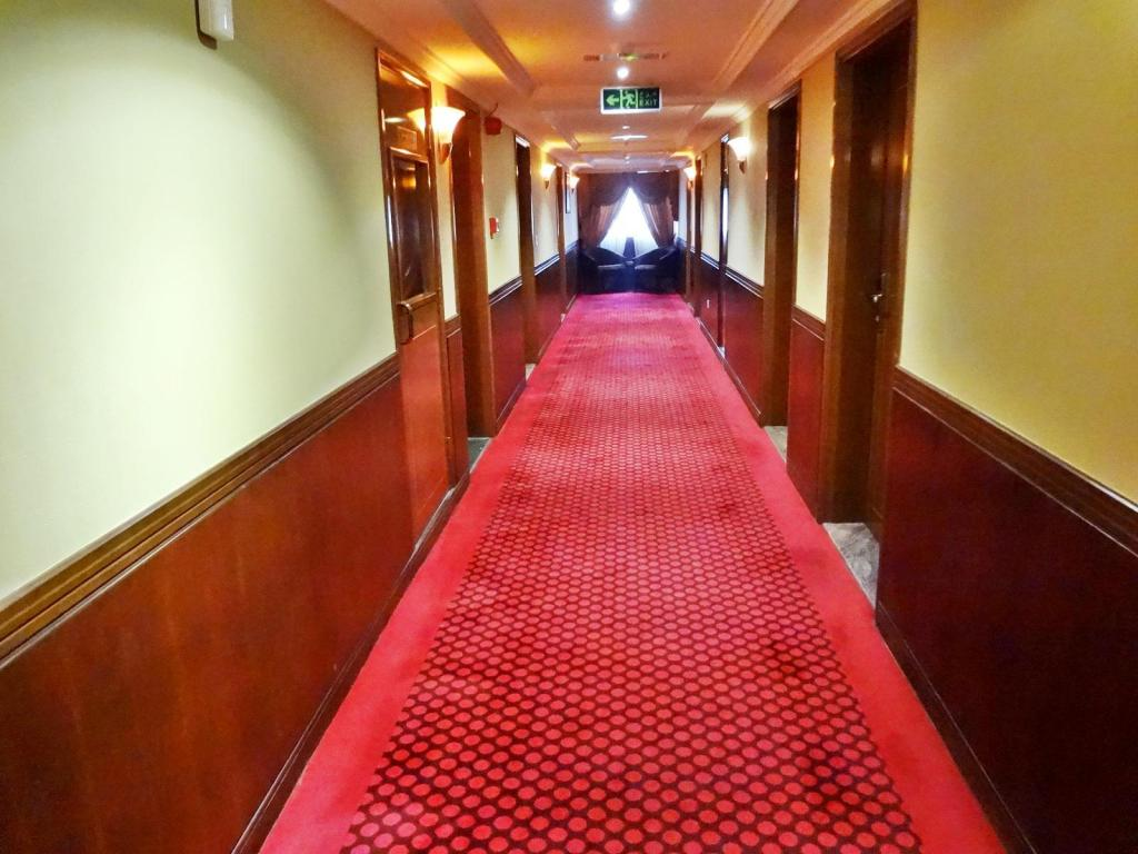 Hotellet indefra Delmon Hotel