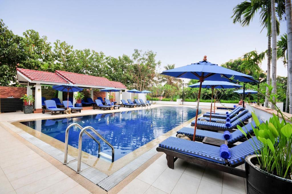 Swimming pool Tara Angkor Hotel