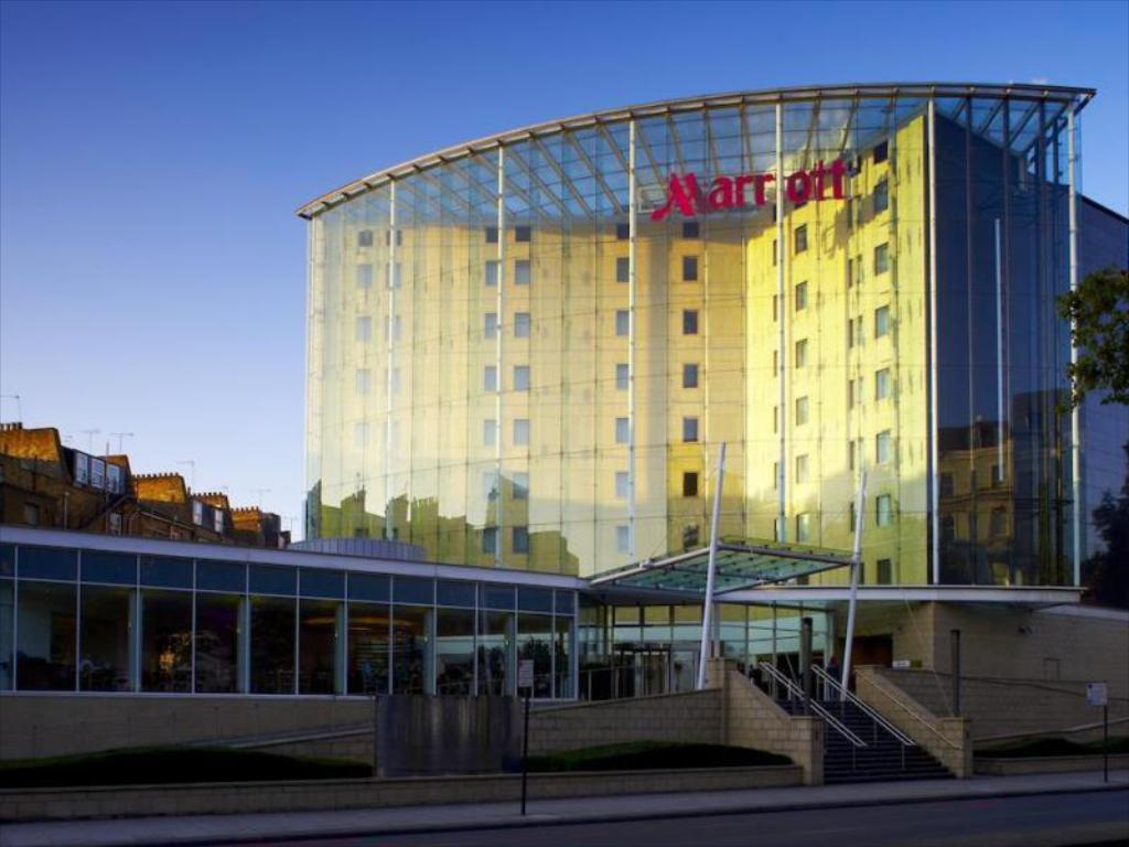 london marriott hotel kensington in united kingdom room. Black Bedroom Furniture Sets. Home Design Ideas