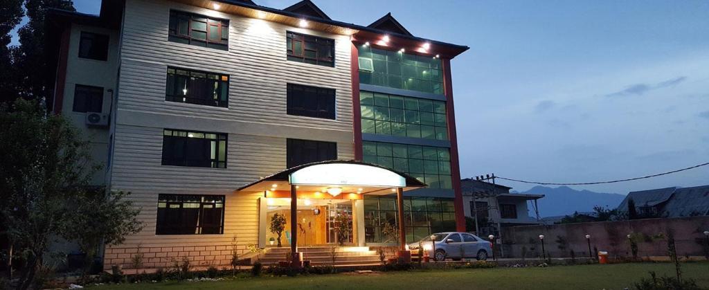 Triden Kashmir Resort Hotel Srinagar Deals Photos Reviews