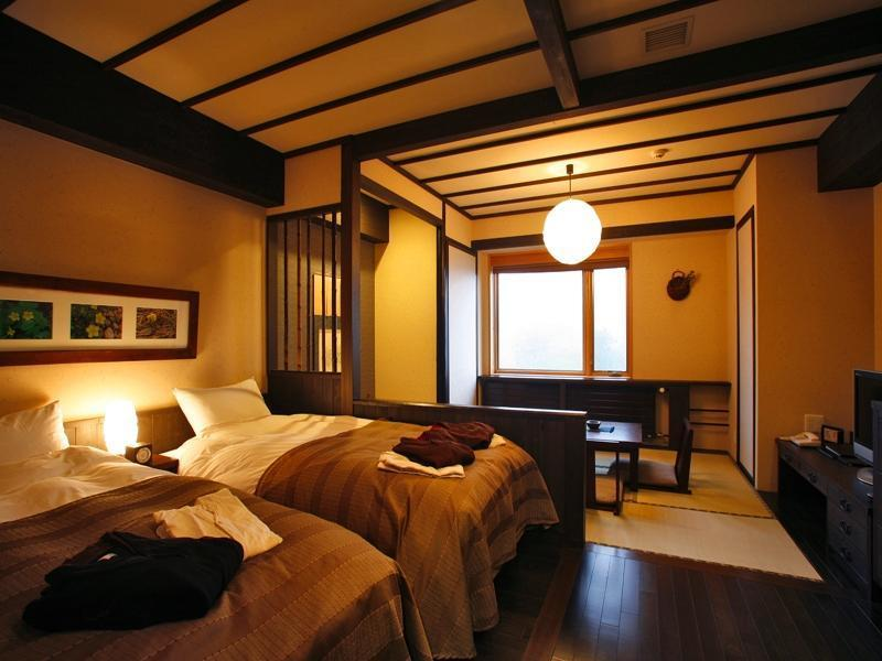 Classic Japanese/Western-style Room