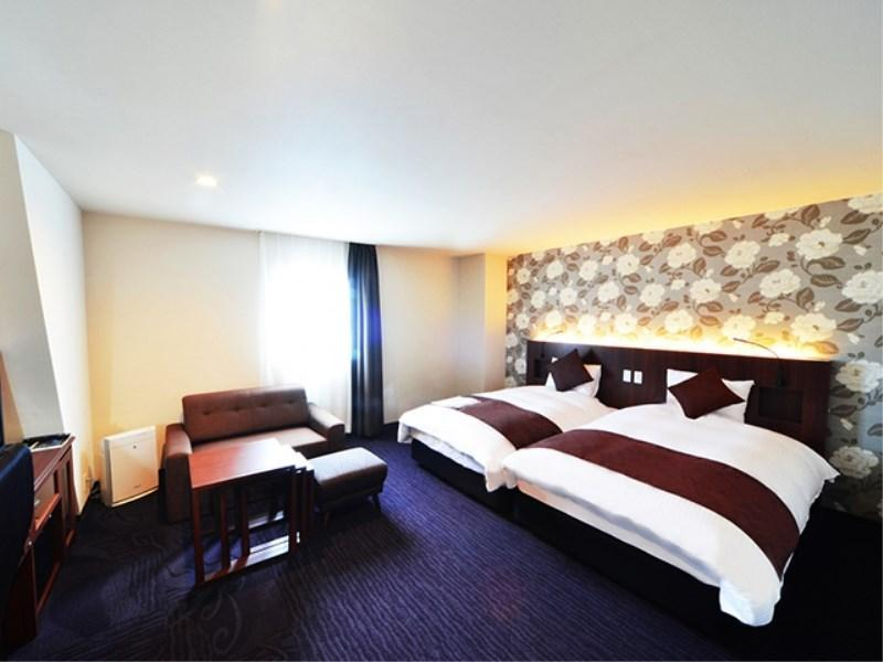 Deluxe Hollywood Twin Room (Refurbished Floor)