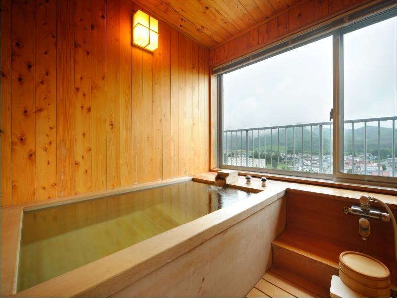 Japanese/Western-style Suite with Cypress Bath (Hienkaku Wing)