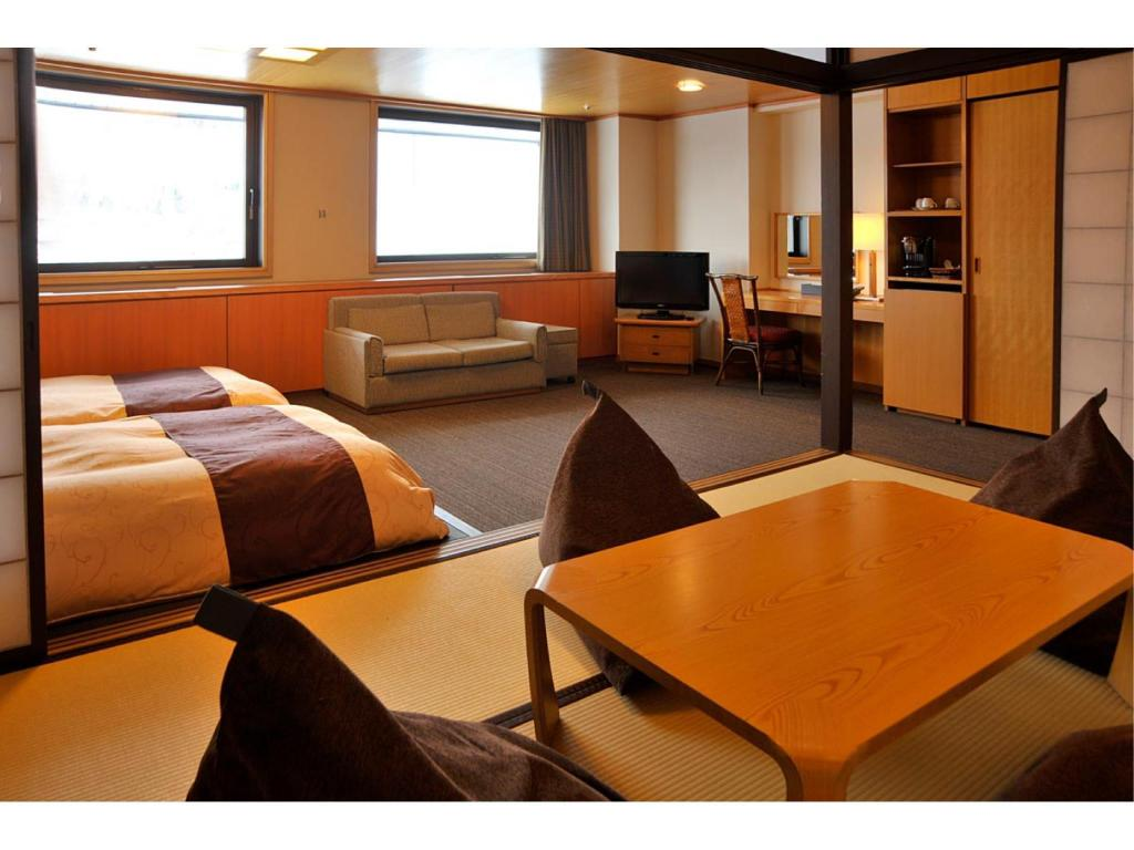 Deluxe Japanese/Western-style Twin Room with Living Room - Guestroom