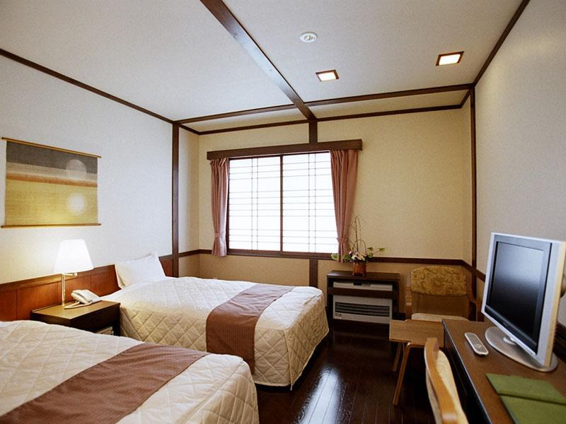 (新館)<湖側>ツイン (Standard Twin Room (Kagaribi-no-To Wing) *No bath in room)