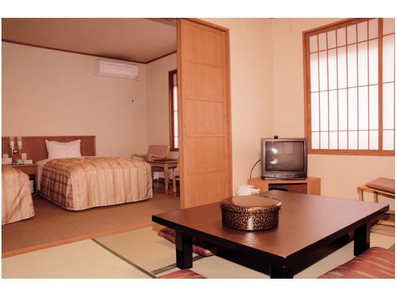和洋室 (Main Building Japanese Western Style Room)