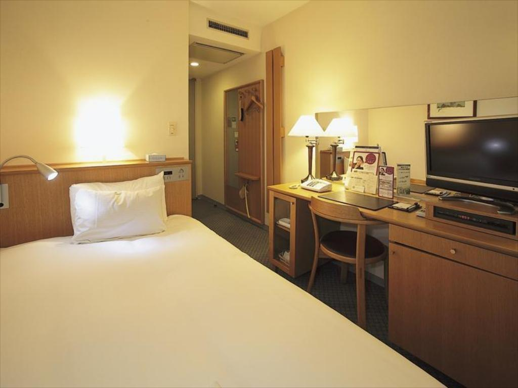 Single Room - Guestroom Smile Hotel Tomakomai