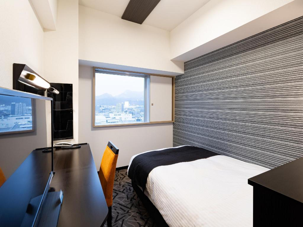 Single Room - Guestroom APA Hotel & Resort Sapporo