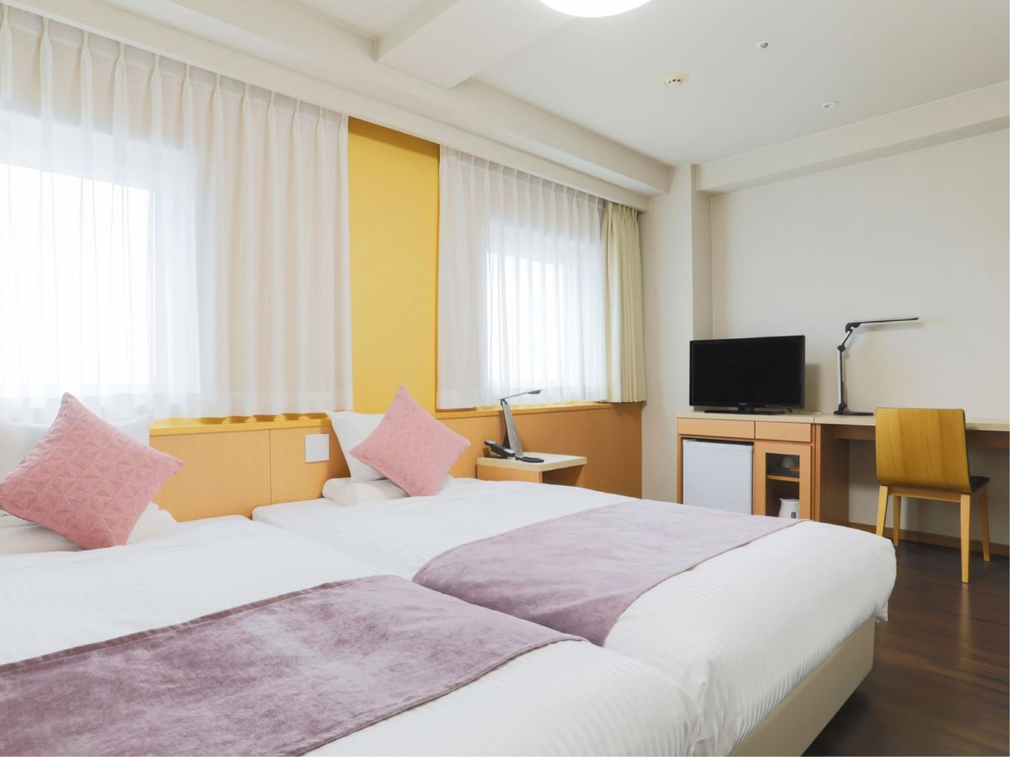 高层 好莱坞双人双床房B ※不占床儿童免费 (Hollywood Twin Room (Type B, Upper Floors) *Free child bed sharing)