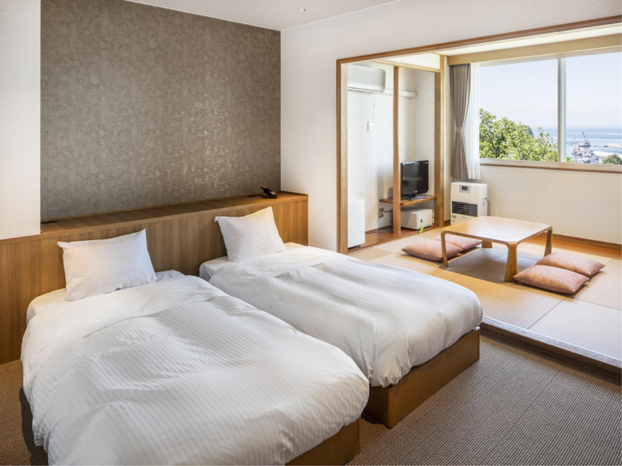Japanese/Western-style Room (2 Beds + 2 Futons) *No bath in room