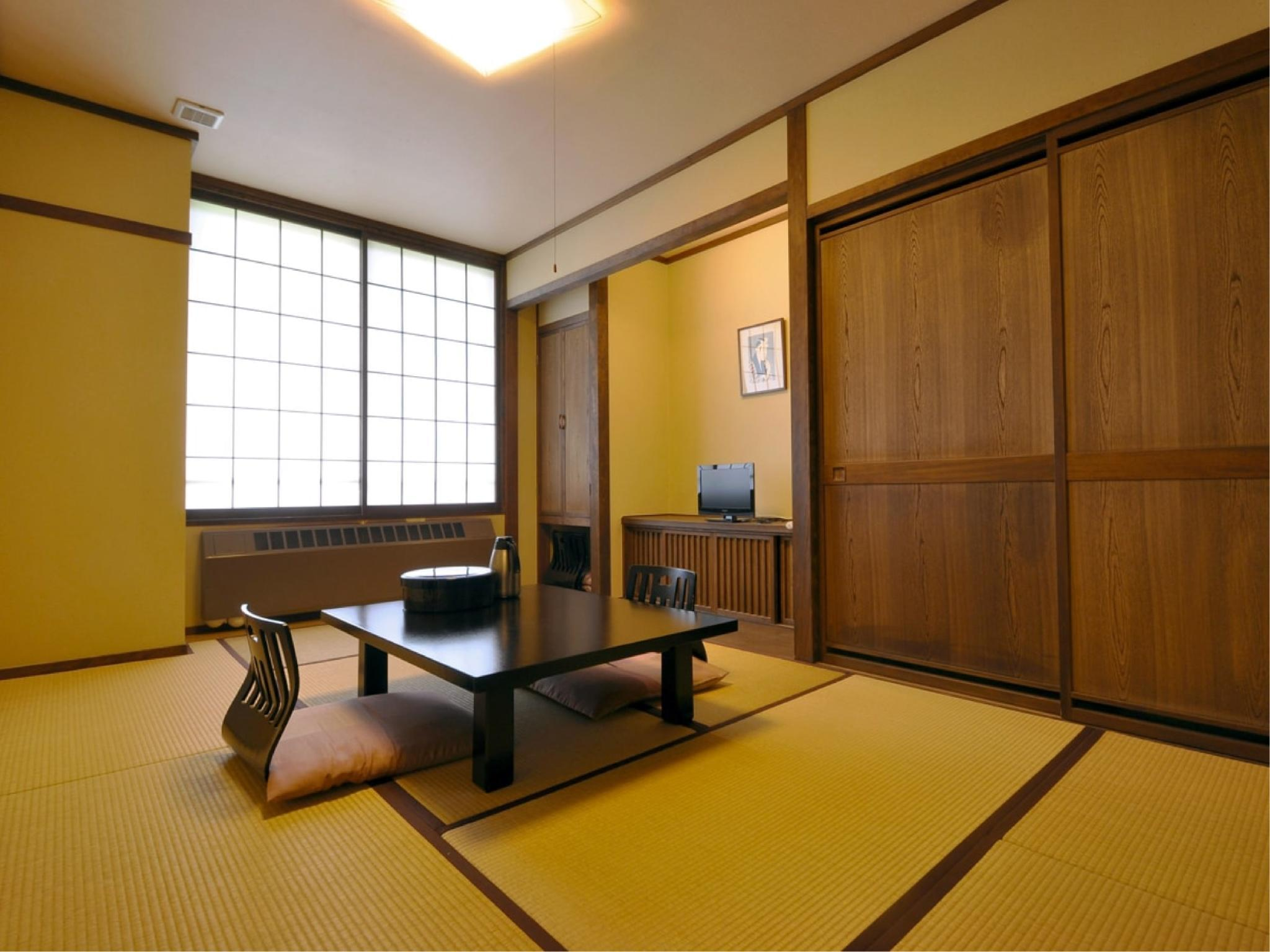 【本館】7.5畳和室(2F・トイレ付)|7.5畳 (Japanese-style Room (Main Building) *Has toilet)