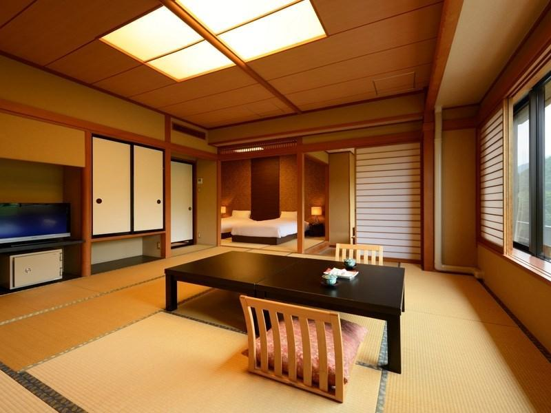 Japanese-style Room with Bed(s) (Hana-Kanmuri Type)