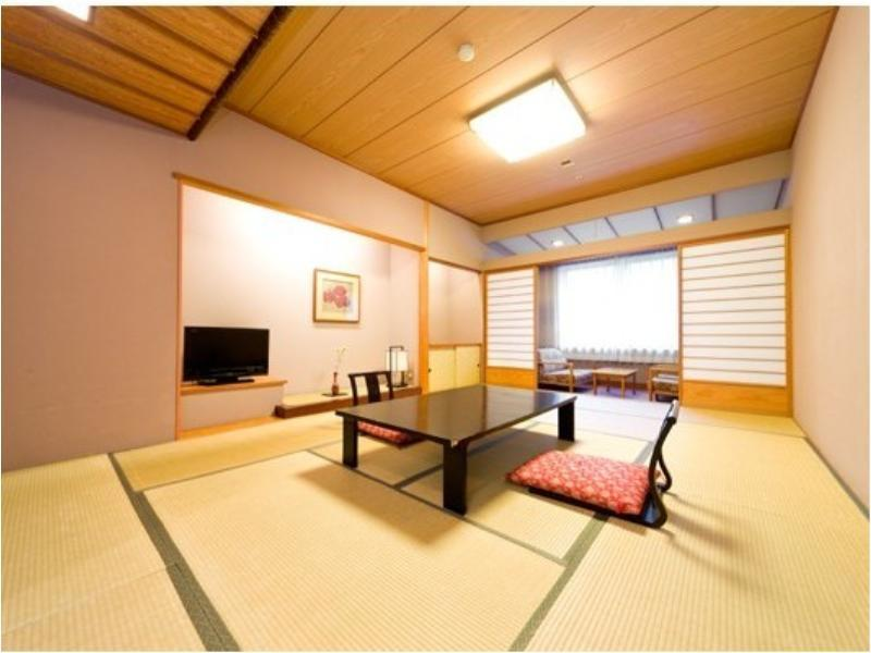 Japanese-style Room (Main Building) <Meal: Japanese-style Meal / Served at Restaurant Yunosato>