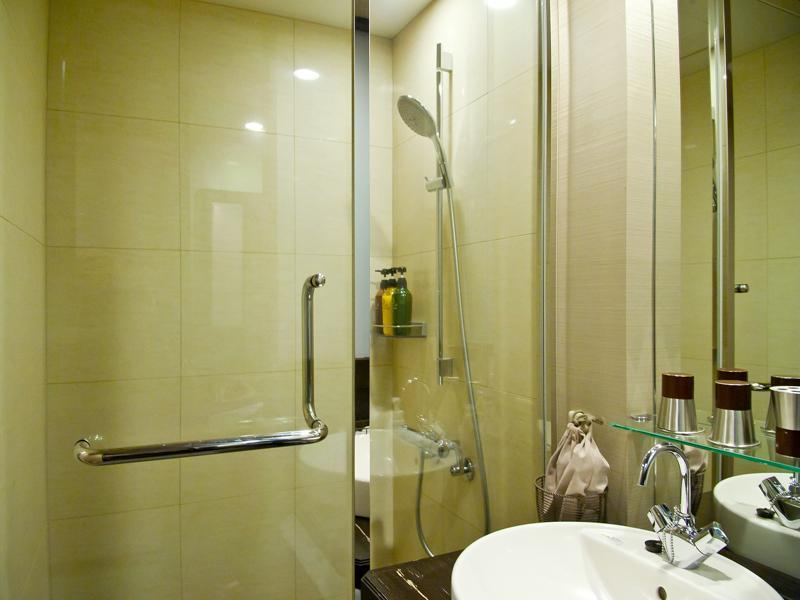 Semi-double Room*Has shower, no bath in room
