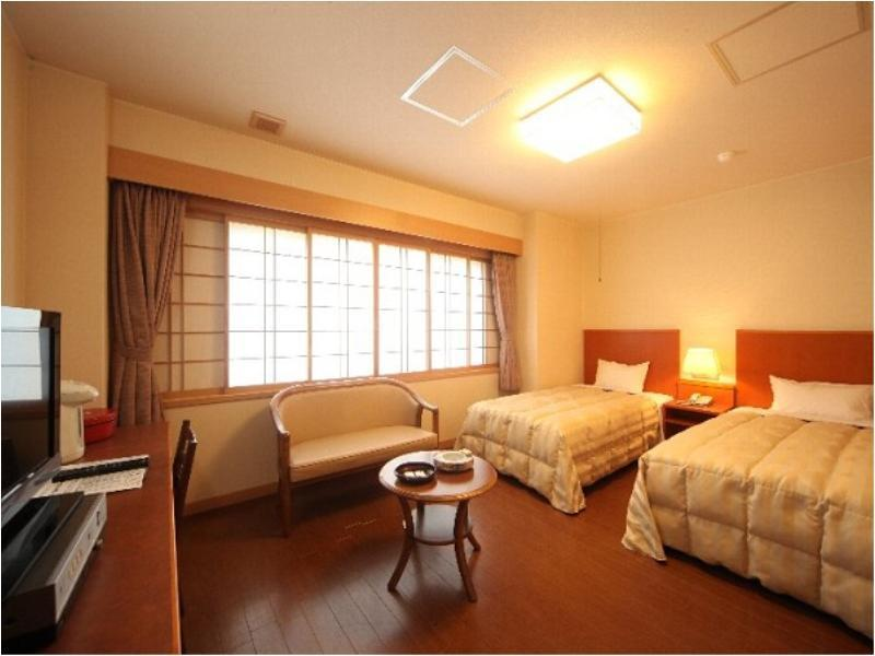 雙人雙床房 (Twin Room with Tatami Space (East Wing))