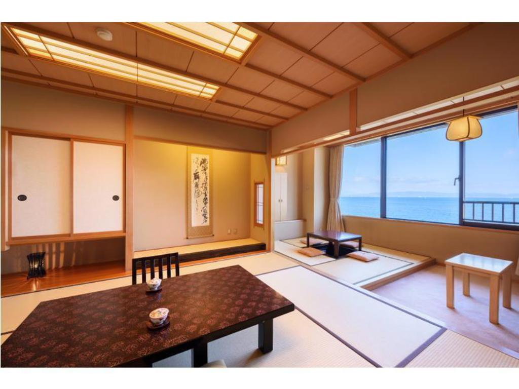 Japanese-style Room with Horigotatsu Space - Guestroom