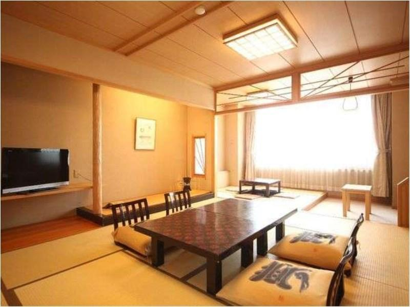 Japanese-style Room with Horigotatsu Space