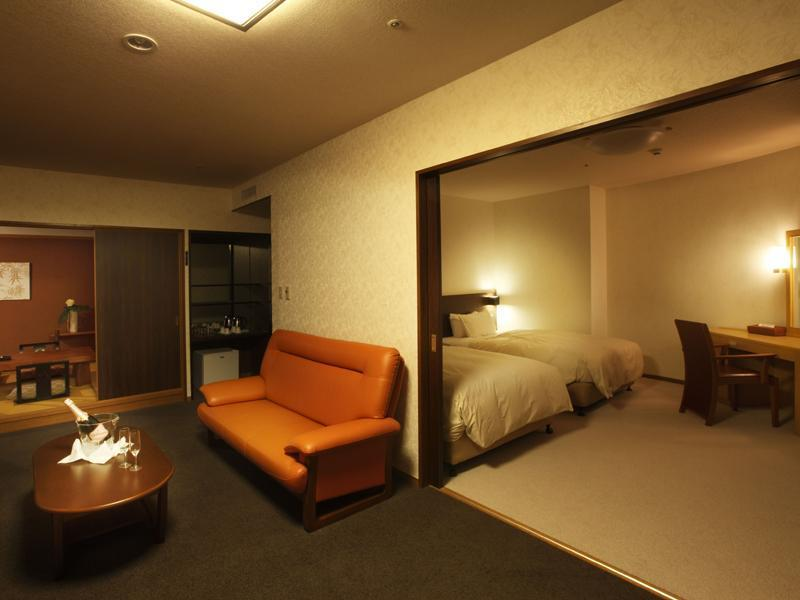 Japanese/Western-style Room (Japanese/Western-style Suite with Living Room (2 Beds))