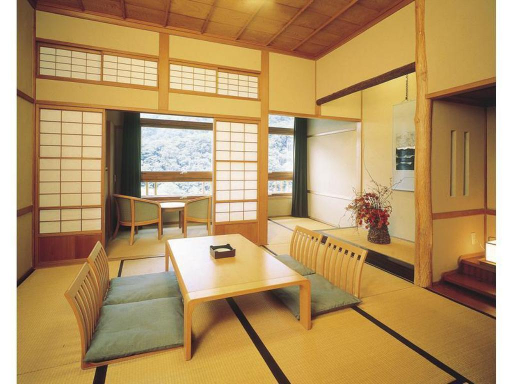 Japanese-style Room *Lake may not be completely visible in summer months - Guestroom Towada Hotel