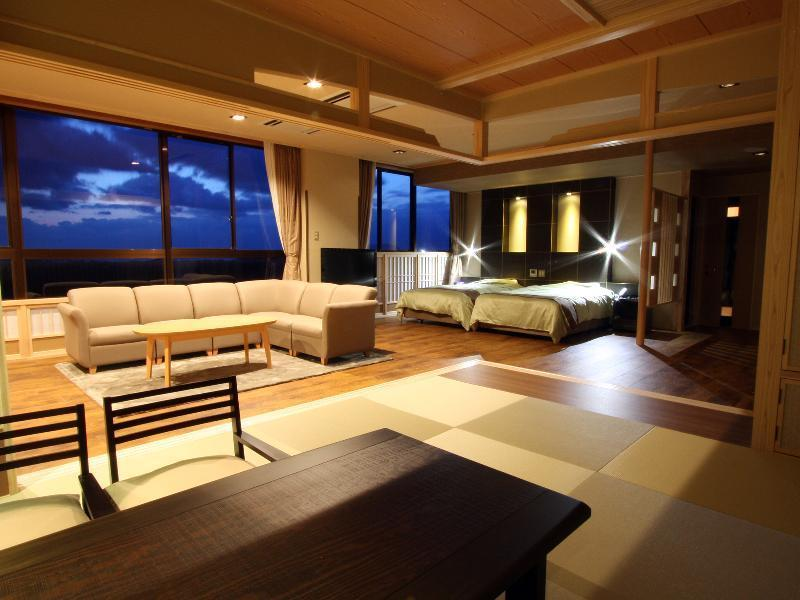 Japanese/Western-style Suite with Scenic View Bath (Top Floor, Main Building)