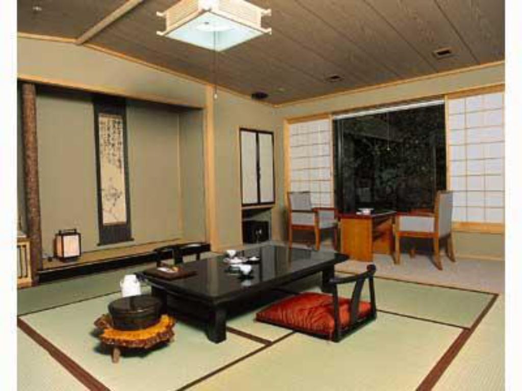 Japanese-style Room (2 Japanese Beds) - Guestroom