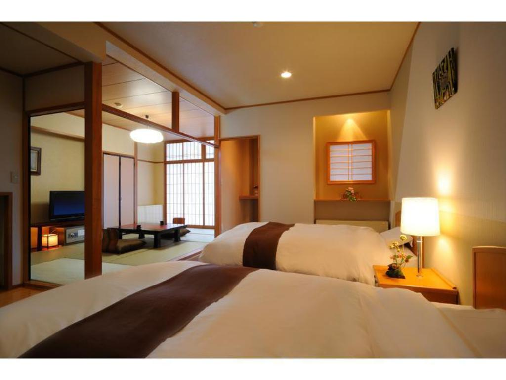 Japanese/Western-style Room with Open-air Cypress Bath (2 Beds, Main Building) - Guestroom