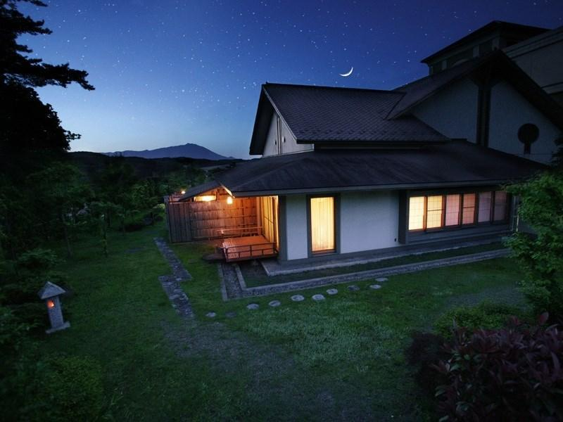 和室 (Detached Special Japanese-style Room with Open-air Bath)