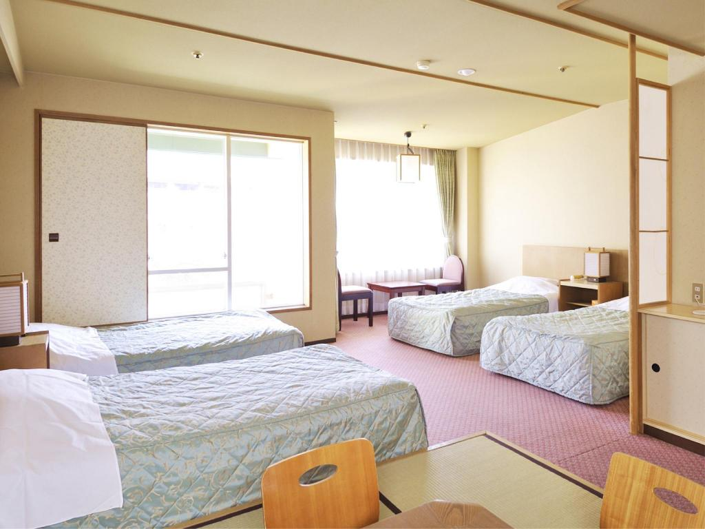 Japanese/Western-style Room (4 Beds) - Guestroom