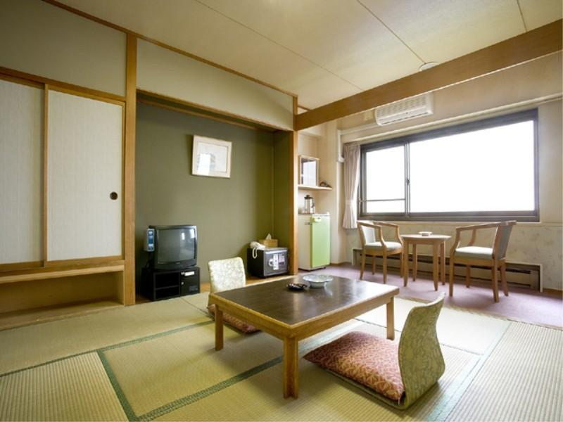 Japanese-style Room (Lake Side)