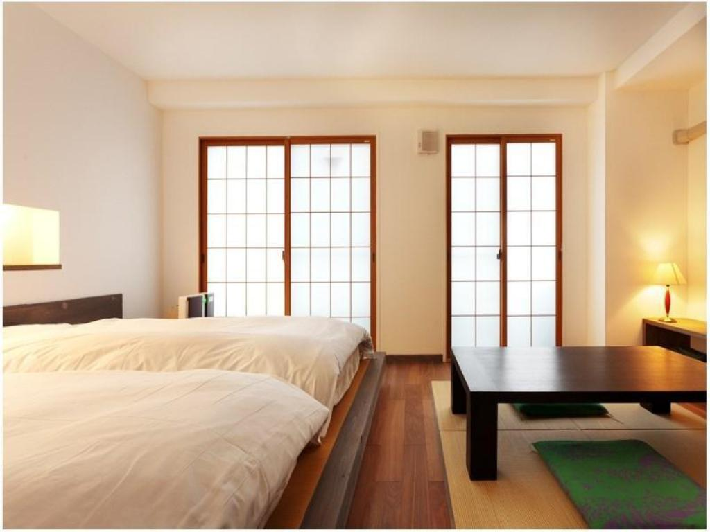 Japanese/Western-style Room with Kitchen *Refurbished room
