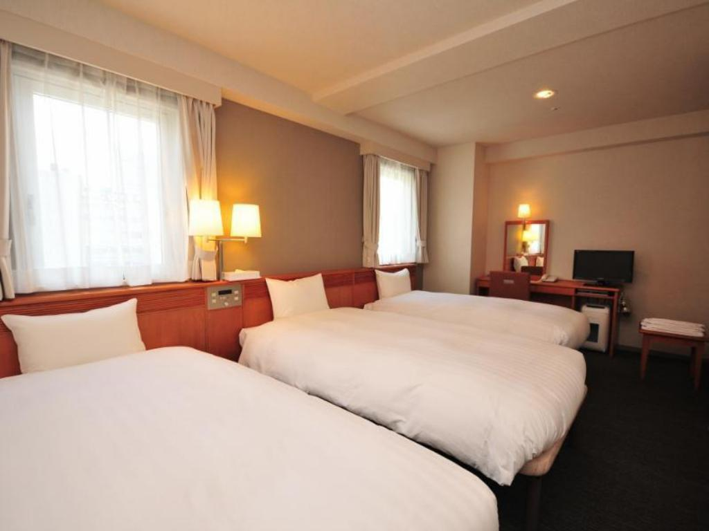 Triple Room with 2 Single Beds and 1 Extra Bed - Guestroom