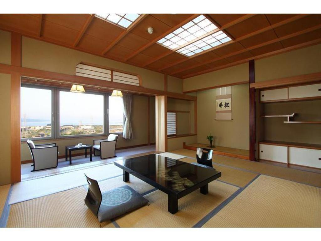 Japanese Style Room Main Building - Guestroom Hotel Yahatakan
