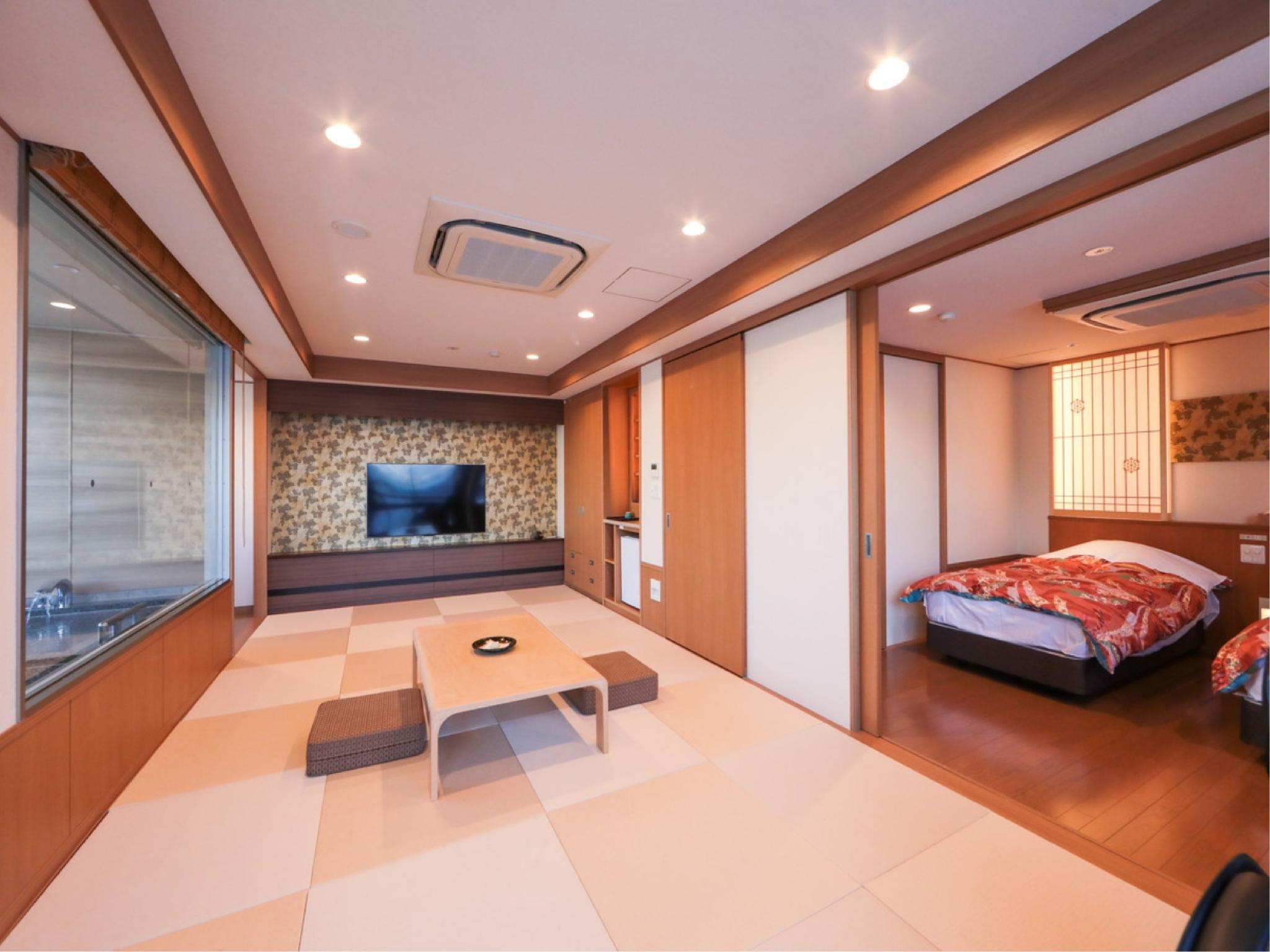 Japanese/Western-style Room with Semi Open-air Bath *Refurbished