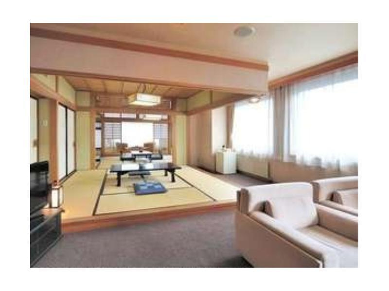 Japanese-style Room with Living Room or Terrace