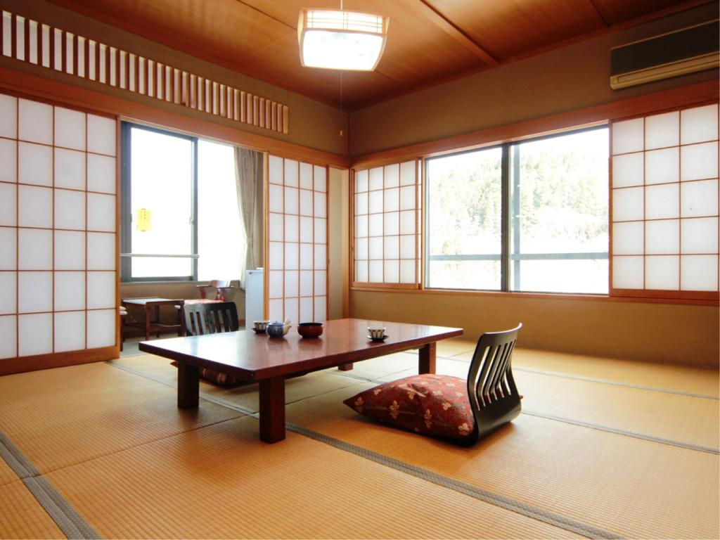 Japanese-style Room *No bath in room 湯元長生館 (Yumoto Chouseikan)