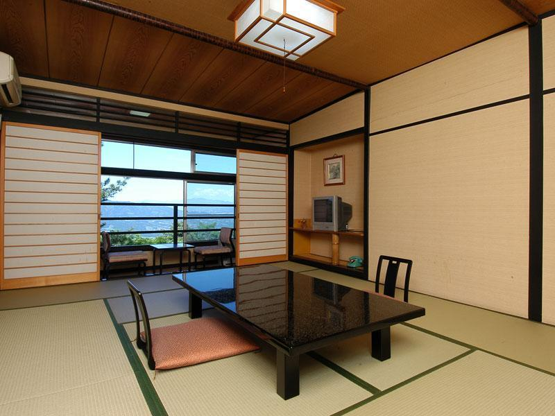 다다미 객실 (Japanese-style Room (Top Floor, East Wing))