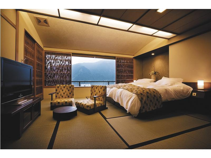 和洋室 (Japanese/Western-style Room with Open-air Bath (2 Beds))