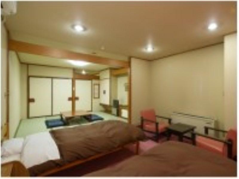 Japanese/Western-style Room or Japanese-style Room *No bath in room